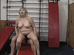 Mature sucks n jumps on cock in gym